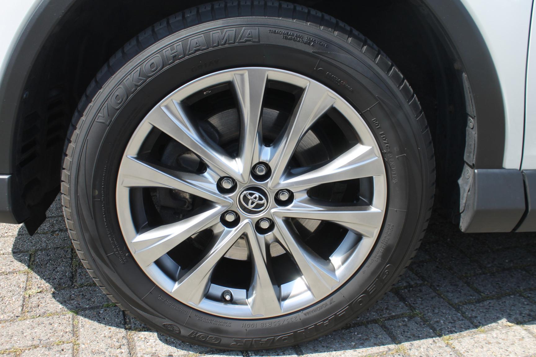 Toyota-RAV4-8