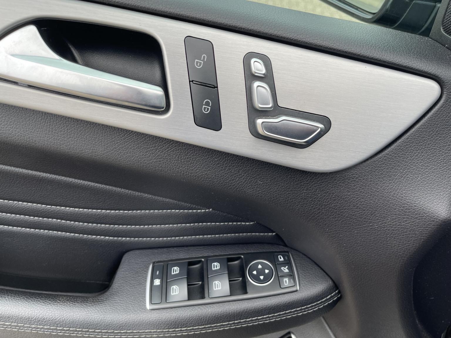 Mercedes-Benz-GLE-19