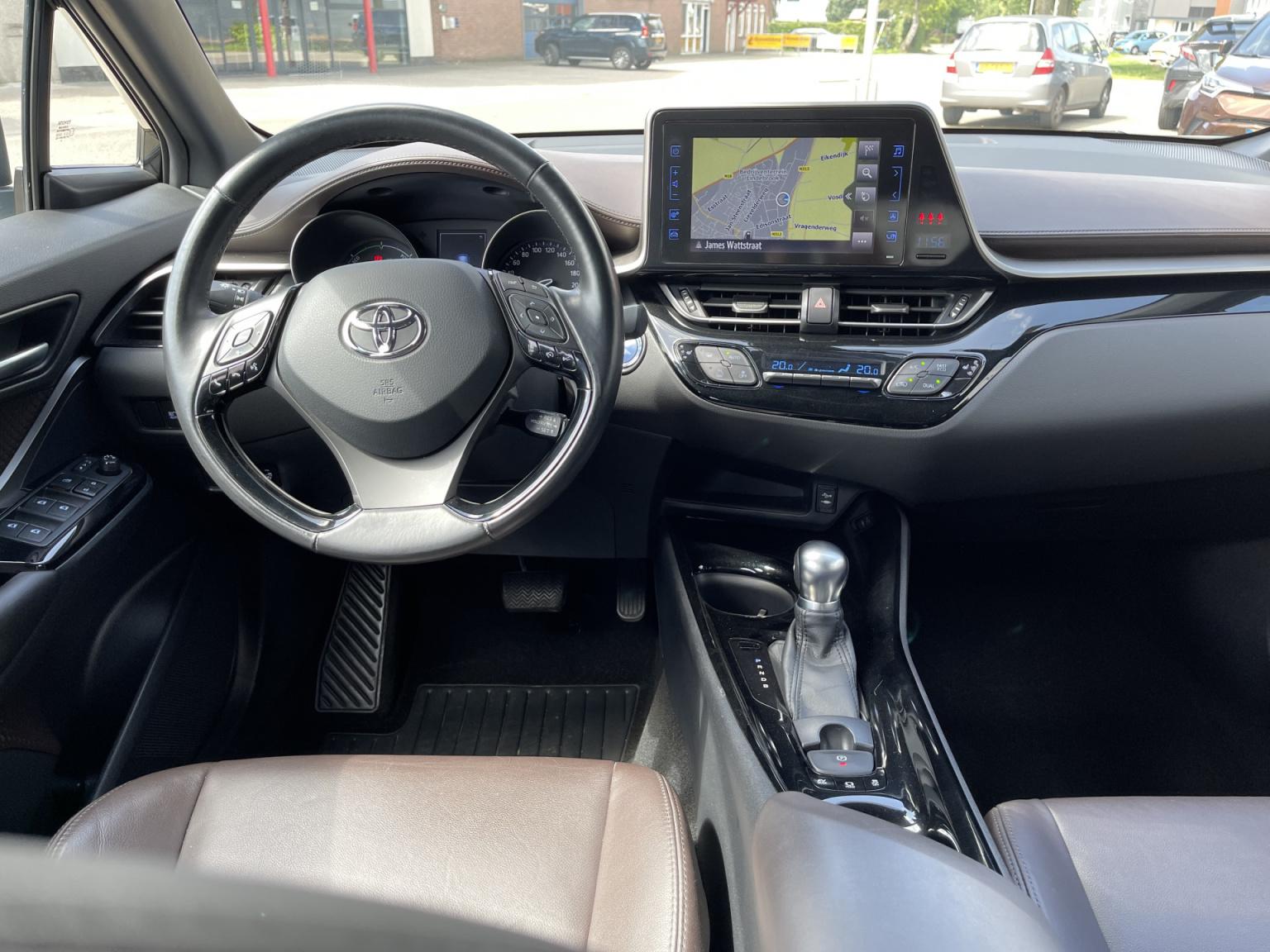 Toyota-C-HR-23